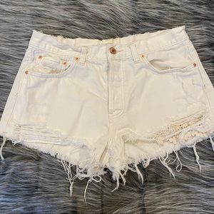 Free People white ripped shorts! SZ 31